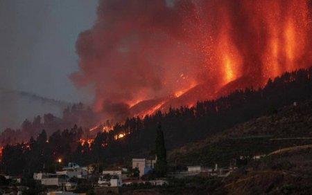 Eruptia vul<span style='background:#EDF514'>CANU</span>lui Cumbre Vieja continua. Sunt 50 de romani pe insula La Palma: Activitatea este in plina desfasurare