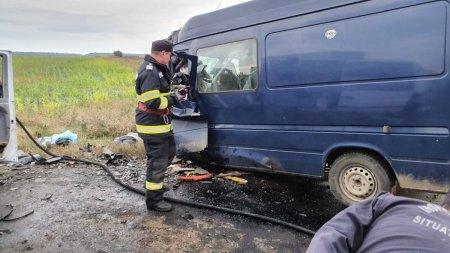 Accident cu patru morti si doi raniti pe DN2, in Ialomita, un elicopter intervine