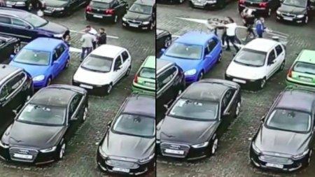 Bataie crunta pe un loc de parcare, surprinsa pe camere, la cel mai mare mall din Craiova