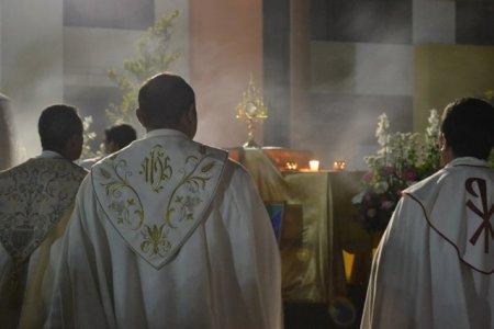 Preot italian suspectat ca a omis sa spuna la petreceri deocheate ca este seropozitiv