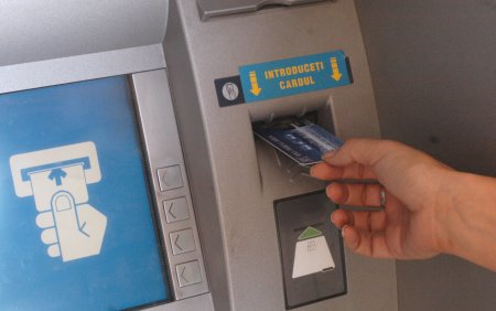 Un barbat din Alba a gasit 1.300 de euro in fata unui bancomat si i-a luat. Ce a urmat