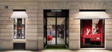 Casa de moda Valentino produce hanorace de 690 de dolari pentru a sprijini vaccinarile anti-COVID-19
