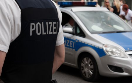 Un sarb a atacat mai multi pasageri ai unui autobuz din Germania. Au intervenit fortele speciale