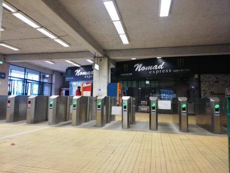 Avarie serioasa la metrou, in statia Eroii Revolutiei. Au fost activate luminile de siguranta, iar mecanicii au fost instruiti sa nu opreasca in statie