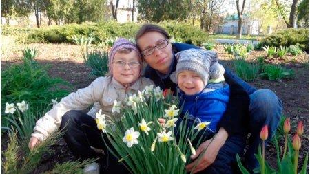 Doi frati de 7 si 10 ani au fost gasiti morti intr-un cufar in Ucraina