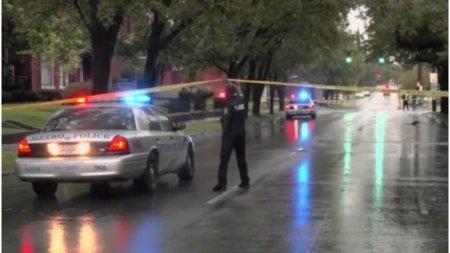 Un adolescent a murit si alti doi au fost raniti in Louisville, dupa ce o persoana a deschis focul dintr-o masina in mers