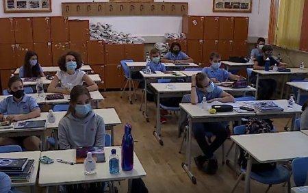 Bilant dupa 10 zile de scoala: Peste 3.300 de elevi si 1.190 de angajati s-au infectat cu Covid. De unde au luat <span style='background:#EDF514'>VIRUS</span>ul