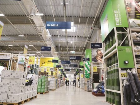 Pariul pe Brasov: Patru retaileri de bricolaj pregatesc magazine noi in Brasov: Se dezvolta multe proiecte, iar unele magazine <span style='background:#EDF514'>MICI</span> de materiale de constructii au inceput sa dispara