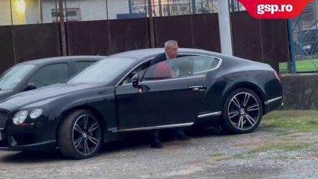 Mircea Rednic, prezent la <span style='background:#EDF514'>MECIUL</span> de la Hunedoara. Antrenorul a sosit cu un automobil de lux