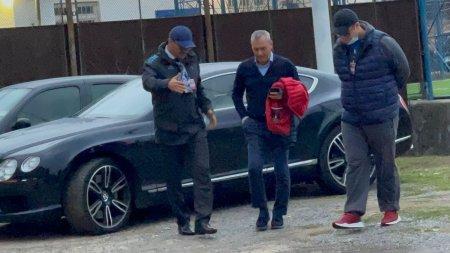 Mircea Rednic, spectator de lux la <span style='background:#EDF514'>MECIUL</span> dintre Hunedoara si FCSB » Ce a raspuns cand a fost intrebat de venirea la Dinamo