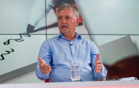 Fotbalistul Romulus Gabor, amintiri de la un meci jucat in Scornicesti: M-au bagat intr-un ARO. Erau si doi soldati cu pistol-mitraliera