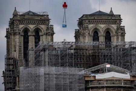 Peste 840 de milioane de euro, donati pentru refacerea <span style='background:#EDF514'>CATEDRALEI</span> Notre Dame