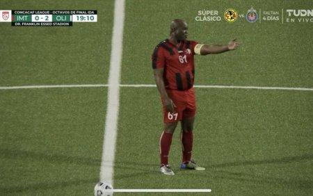 Vicepresedintele Surinamului a debutat oficial in fotbal la 60 de ani. Este urmarit de Interpol si are 50 de copii