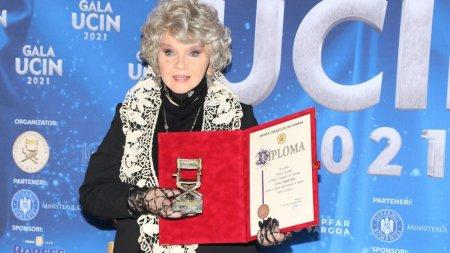 La 78 de ani, Margareta Paslaru, eleganta si r<span style='background:#EDF514'>AFINA</span>ta pe scena Uniunii Cineastilor din Romania