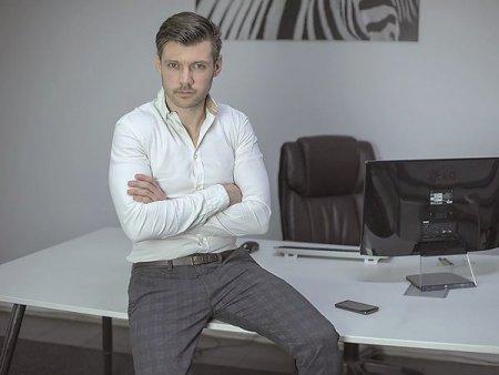 <span style='background:#EDF514'>TRIBUNALUL BUCURESTI</span> a admis cererea companiei Corsar Online de a intra in procedura de faliment simplificat. Firma, care administra magazinul online cel.ro, are datorii de 9 milioane de lei