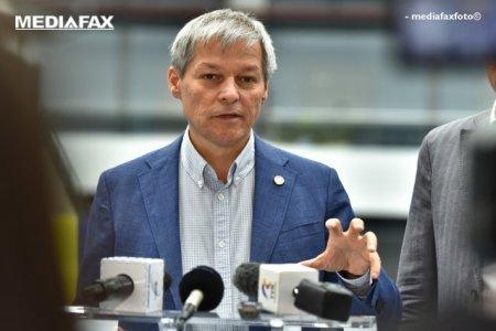 Dacian Ciolos l-a invins pe Dan Barna, in primul tur al alegerilor interne pentru presedintia USR PLUS