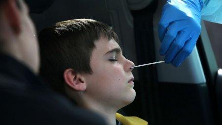 Copiii sub 12 ani nu mai sunt nevoiti sa prezinte test COVID