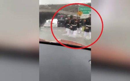 O femeie a ramas blocata in masina, in toiul unor inundatii. Ajutorul a venit de unde se astepta mai putin