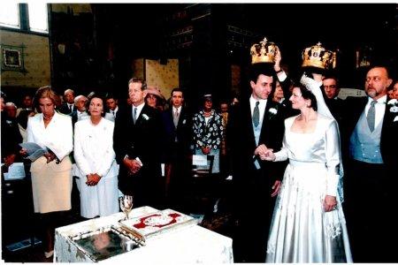 Majestatea Sa Margareta si Principele Radu au facut Nunta de Argint. Ceremonia a avut loc la Castelul <span style='background:#EDF514'>SAVARSIN</span>