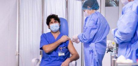 Dr. Emilian Popovici: Cei vaccinati cu doza trei nu au avut reactii adverse. Nici macar pe cele de la dozele anterioare