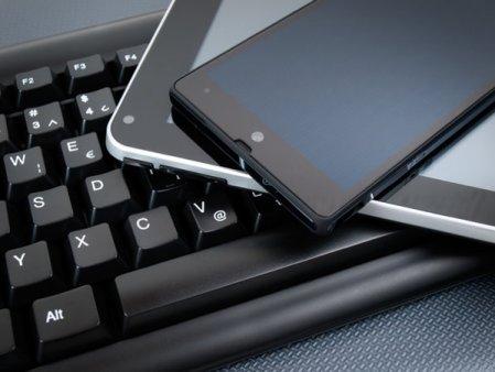 Comisia Europeana propune folosirea unui incarcator comun pentru toate dispozitivele electronice, inclusiv telefoane, tablete, camere, casti sau console