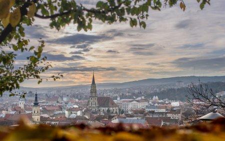Restrictii in Cluj-Napoca si in sase comune, incepand de vineri. Accesul in restaurante, doar cu certificat verde