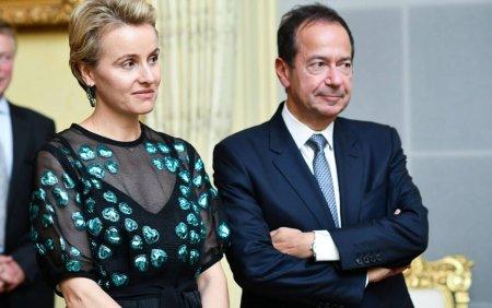 Miliardarul John Paulson divorteaza de sotia <span style='background:#EDF514'>ROMANCA</span>. Jenny ar putea sa obtina jumatate din averea fabuloasa