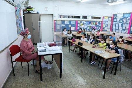In Israel, profesorii care nu au certificatul verde nu vor mai putea preda in scoli