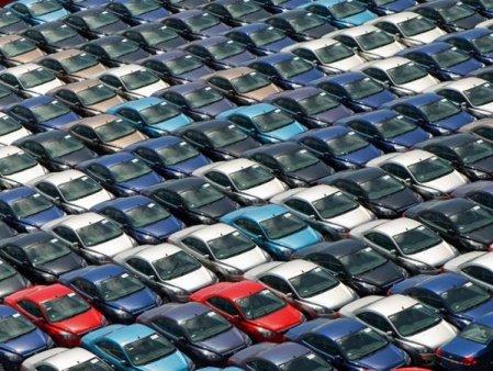 Romania are cei mai putini posesori de masini la mia de locuitori din UE, dar si unul dintre cele mai invechite <span style='background:#EDF514'>PARCURI</span> auto. Luxemburg are cele mai multe masini la mia de locuitori, 681, si cea mai noua flota auto, cu o vechime medie de 6,5 ani, fata de 16,5 ani, vechimea medie a parcului auto romanesc