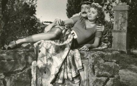 Sophia Loren a implinit 87 de ani. Cum arata cunoscuta actrita acum. <span style='background:#EDF514'>GALERIE FOTO</span>
