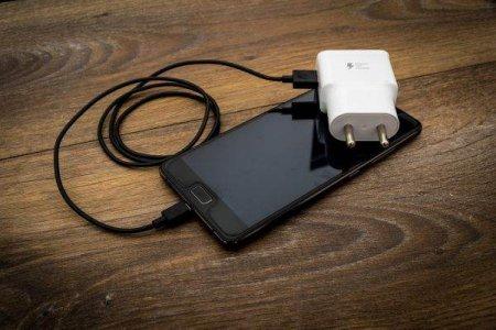 Comisia Europeana propune un incarcator comun pentru dispozitivele electronice