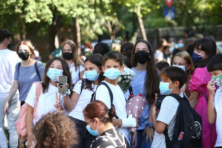 Ministerul Sanatatii a validat chestionarul privind intentia de vaccinare a elevilor minori