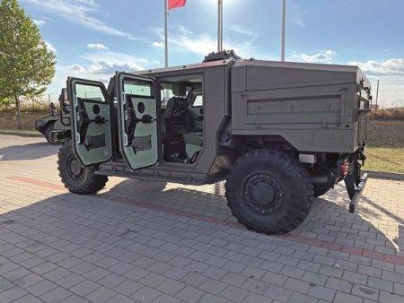 Marii producatori de masini militare incep actiunile de <span style='background:#EDF514'>PROMOVARE</span> ca sa convinga MApN  sa cumpere vehicule blindate: Producatorul francez Arquus vrea sa-si vanda blindatele Armatei Romane si sa investeasca intr-o fabrica aici: Vrem sa replicam relatia dintre Renault si Dacia