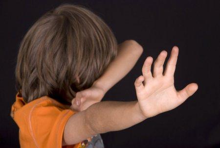 Proiect adoptat de Guvern: Numar unic national pentru raportarea cazurilor de abuz asupra copiilor