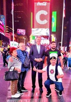 Viral! Fotografie cu Iohannis si manelisti la New York