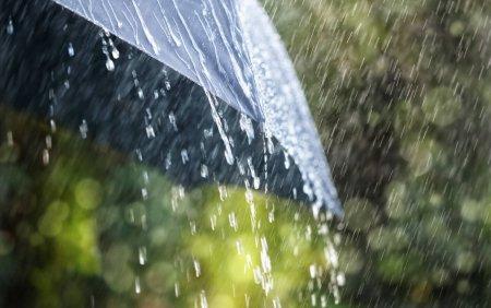 Atentionare de calatorie transmisa de MAE. Coduri portocaliu si galben de precipitatii, furtuni si vant de coasta in Spania