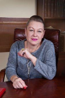 Gala <span style='background:#EDF514'>TOP 100</span> femei de succes! Premiul pentru avocatura merge la Flavia Teodosiu