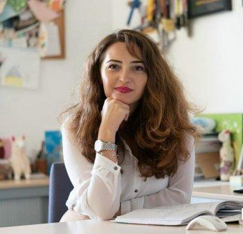 Gala Top 100 femei de succes. Premiul la Categoria Societate Civila a fost inmanat Mirelei Nemtanu, CEO <span style='background:#EDF514'>HOSPICE CASA</span> Sperantei