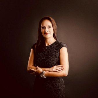 Gala <span style='background:#EDF514'>TOP 100</span> femei de succes. Premiul Special pentru excelenta in securitatea cibernetica merge la Alina Paul, CEO Do Security