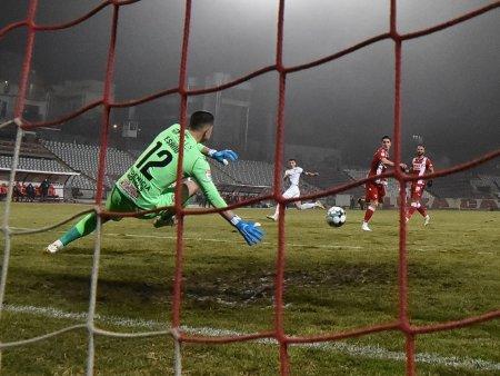 <span style='background:#EDF514'>CUPA ROMANIEI</span>   Ripensia - Dinamo 0-1. Alb-rosii s-au calificat in optimi. Conflict intre galerii, dupa meci (Video)