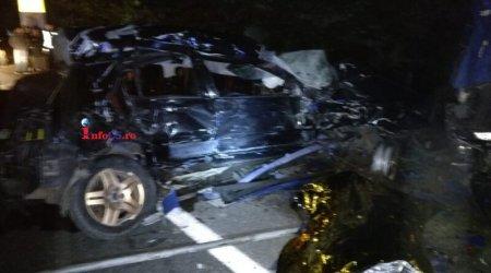 Patru persoane au murit, dupa un grav accident de circulatie in Caras-Severin. Una dintre victime avea 16 ani