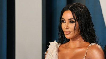 Kim Kardashian va prezenta emisiunea Sa<span style='background:#EDF514'>TURDA</span>y Night Live