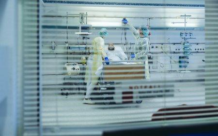 Reuters: Romania este coplesita de valul patru al pandemiei. Personalul medical este insuficient