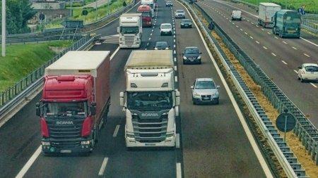 Amenda record pentru un sofer roman de TIR prins baut la volan in Italia