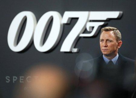 Actorul britanic Daniel Craig si personajul James Bond, comandanti onorifici ai Marinei Regale