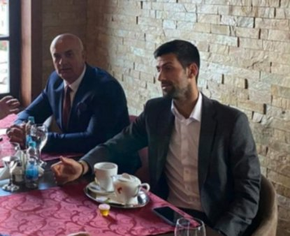 Novak Djokovic, fotogra<span style='background:#EDF514'>FIAT</span> alaturi de Milan Jolovic, fost comandat in masacrul de la Srebrenica
