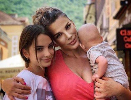 Ce se intampla cu gemenii Alinei Laufer la 7 luni de cand s-au nascut prematur:
