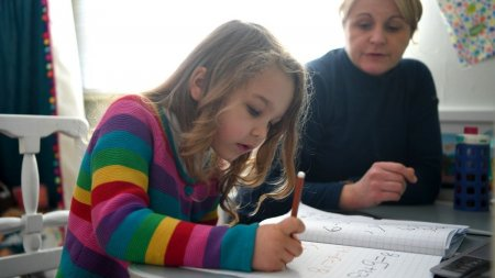 Școlile se inchid in 54 de localitati din Romania, dupa ce incidenta a depasit 6 la mie. Elevii vor invata online