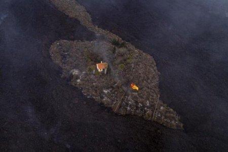 Casa miraculoasa ocolita de vulcanul din Canare. Ultima locuinta din La Palma care rezista lavei apartine unor batrani