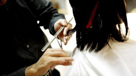 Un salon trebuie sa plateasca daune de peste 270.000 de dolari unei femei pe care a tuns-o gresit, in India
